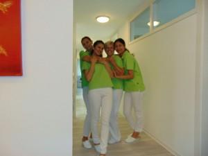 Vier Mitarbeiterinnen der Zahnarztpraxis in Bad Friedrichshall