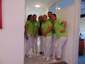 Sechs Mitarbeiter-/innen der Zahnarztpraxis in Bad Friedrichshall