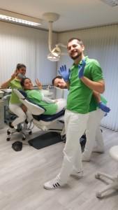 Dr. stom. / Univ. Niš Vladimir Stanković und sein Team aus einer anderen Perspektive